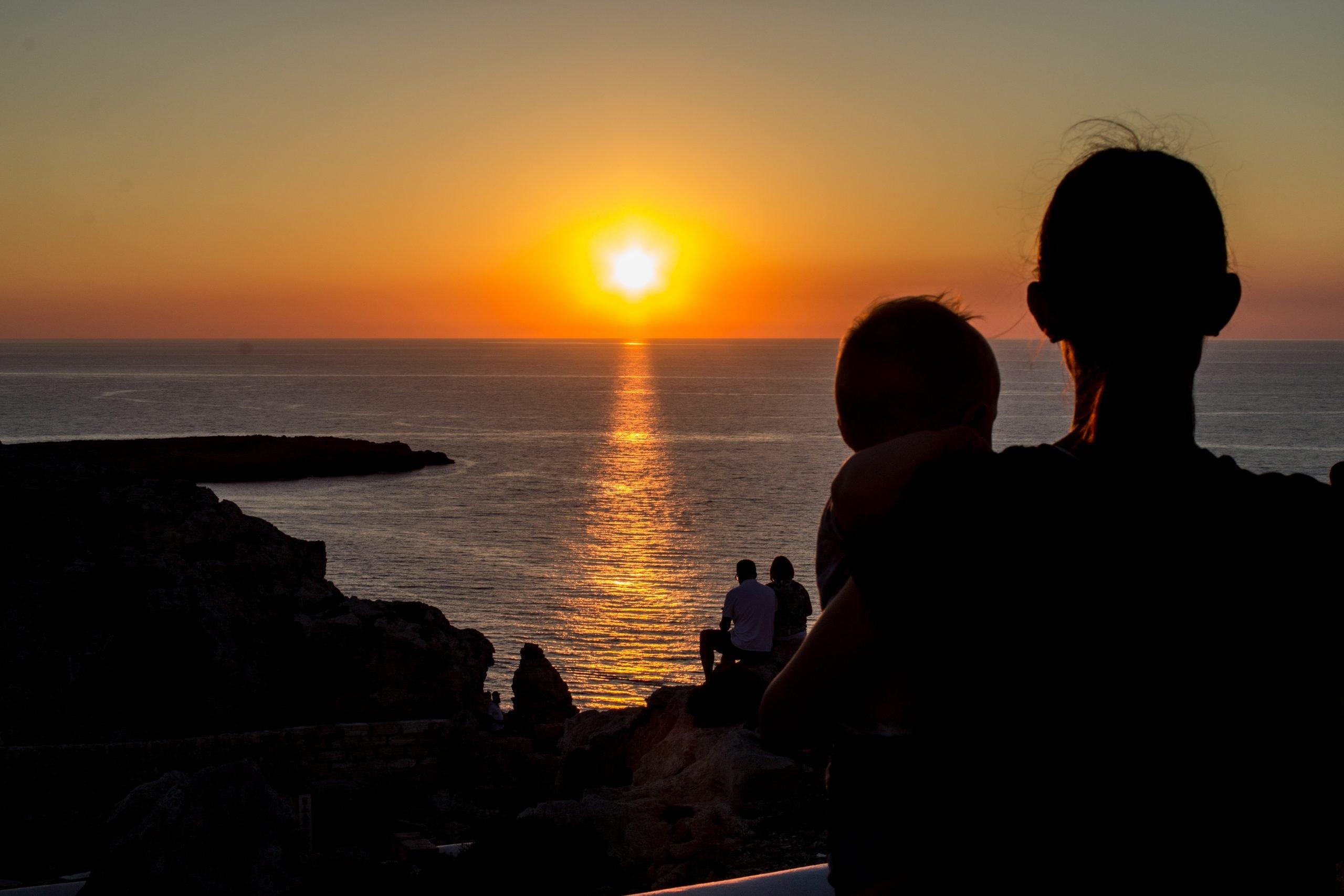 tramonto faro Cap de Cavalleria con bambini, cosa vedere in viaggio a minorca