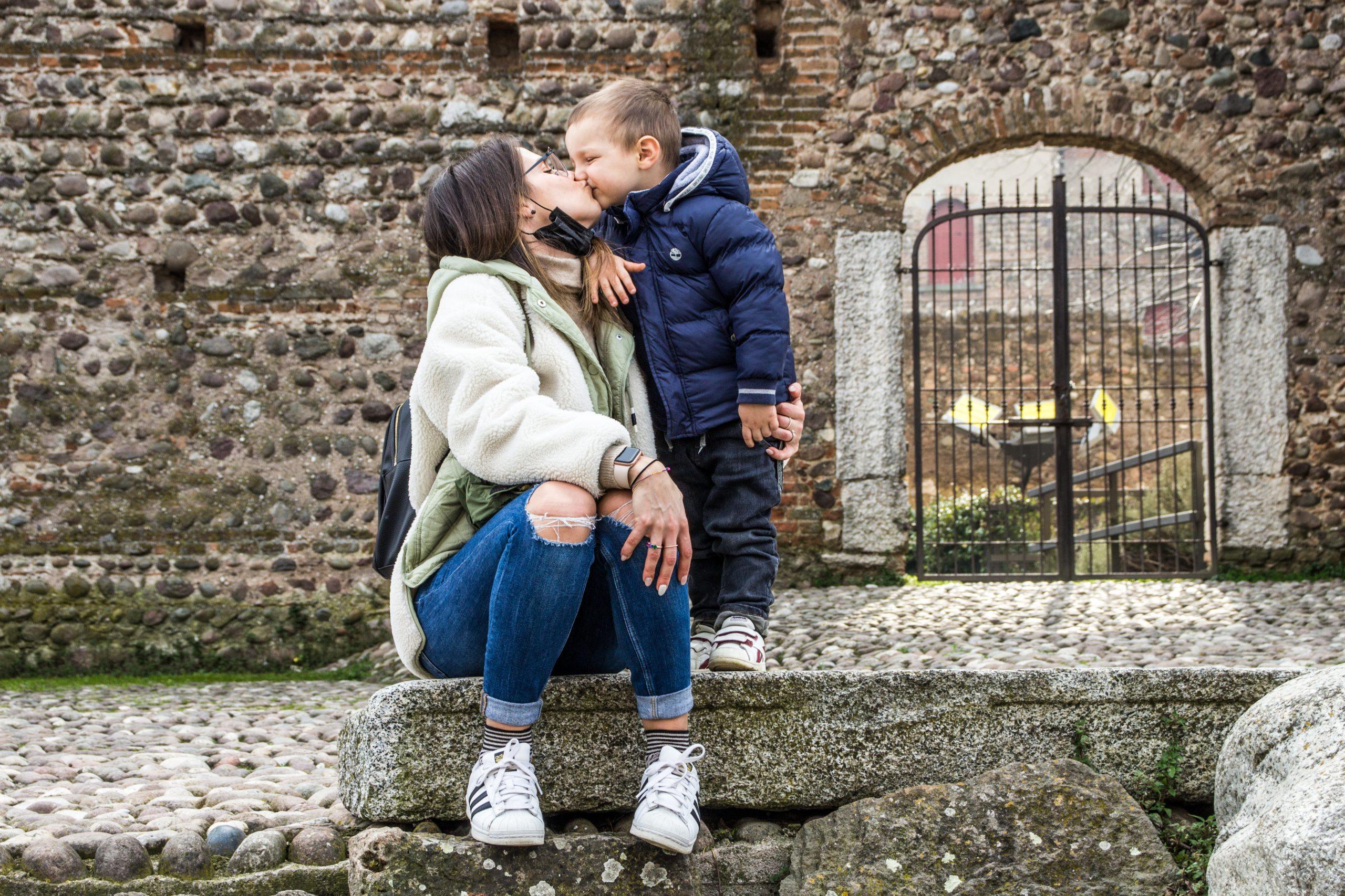 castello scaligero di Valeggio sul Mincio con bambini